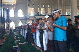 Habibie Wafat - Masyarakat di Malut sholat ghaib untuk Habibie