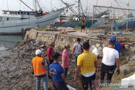 Sambut Harhubnas 2019, KSOP Tanjung Pandan bersihkan laut dan pantai