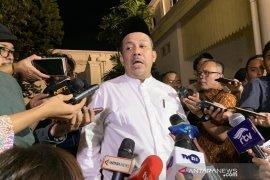 Penyerahan mandat pimpinan KPK disikapi sederhana, kata Fahri