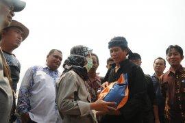 Bupati Lebak meninjau dan beri bantuan warga Baduy korban kebakaran