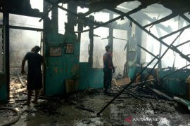 Fire catches police dormitory in Palembang