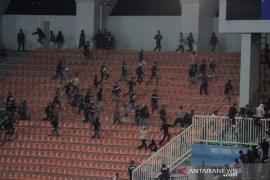 Laga Tira Persikabo - Persib Bandung diwarnai kericuhan antar suporter