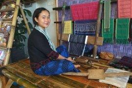 Pengunjung festival seni multatuli minati produk kerajinan Badui