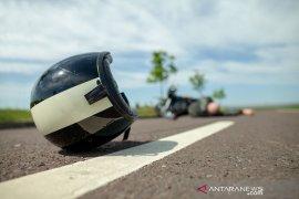 Terburu-buru, pengendara motor tabrak trotoar hingga tewas