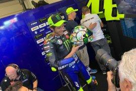 Rossi pakai helm dengan livery spesial di San Marino