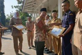 Pengelola dan wajib pajak di Cianjur diganjar penghargaan