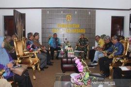 Pemkot bantu satgas karhutla TNI mesin pompa air
