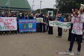 Maraknya kebakaran hutan, mahasiswa gelar aksi dan bagikan bibit pohon di Banda Aceh