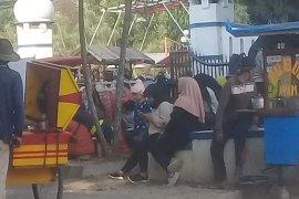 """Saat """"car free day"""" PKL bebas berjualan di sekitar alun-alun Pandeglang"""