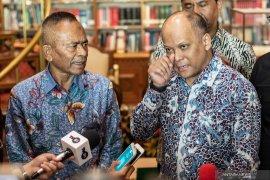 "BJ Habibie dan ""Kesetiaan"" pasangan kepala  daerah"
