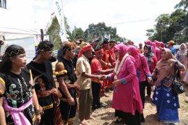 Bupati disambut tarian Dayak Meratus  di Desa Riam Adungan