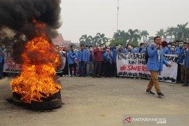 Karhutla Riau - Mahasiswa kembali protes kelambanan Gubernur Riau atasi kabut asap