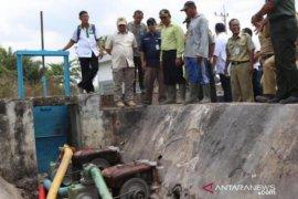 Gubernur Babel tinjau aliran irigasi Desa Rias alami kekeringan