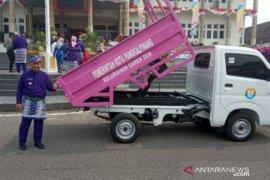 Rayakan HUT ke-262, Walikota Pangkalpinang serahkan 84 unit mobil sampah