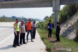 Polisi usut penemuan mayat bersimbah darah di tol Bocimi
