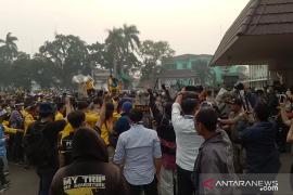 Wakil Gubernur ditolak, aksi mahasiswa soal kebakaran hutan ricuh