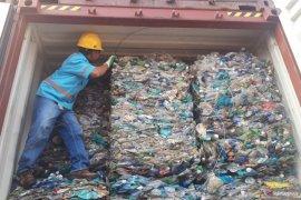 KLHK sebut sebanyak 467 kontainer limbah impor di Batam proses reekspor