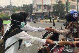 Asap karhutla sampai ke Tanjungbalai, Dinkes bagikan masker