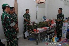Satu anggota TNI terluka setelah terlibat bentrok dengan OKP