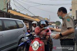 Pemkab Belitung bagikan 20.000 masker ke pengendara
