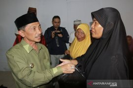 Warga korban kekeringan di Kabupaten Gorontalo dapat bantuan beras