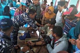 BI Maluku tukar uang dan pengobatan gratis di Waesama