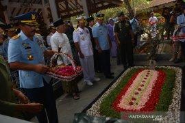 Panglima TNI berziarah ke makam Gus Dur