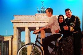 Sepeda Jokowi di  Brandenburger Tor, Berlin