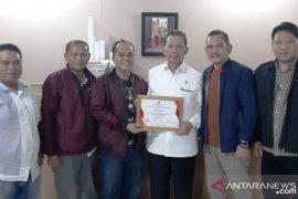 KPU beri penghargaan kepada Bupati Tapanuli Selatan