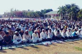 2.000 warga Bangka Barat gelar Shalat Istisqa