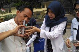 Mahasiswa kedokteran Unja  sosialisasikan cara cuci hidung cegah iritasi akibat asap