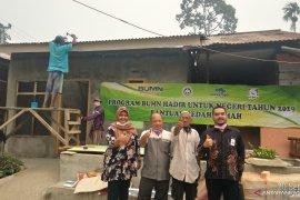 Tiga BUMN  lakukan bedah rumah warga dan karyawan di Jambi