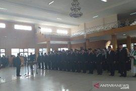 Tingkatkan kinerja, Bupati Belitung lantik 104 pejabat