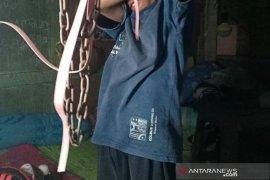 Tidak bawa hasil ngemis, seorang bocah dirantai orang tua di Lhokseumawe