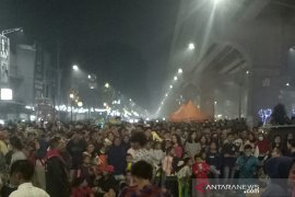 Asap tak surutkan ribuan orang datang  ke Pedestrian Sudirman