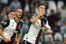 Penalti Ronaldo antar Juve puncaki klasemen, kalahkan Verona 2-1