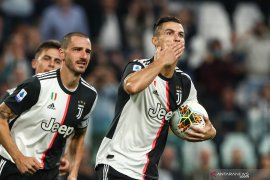 Penalti Ronaldo antar Juve puncaki klasemen