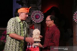 Ikatan Alumni ITB beri penghargaan untuk Gubernur Bali