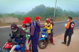 PMI Babel bagikan 7.000 masker ke warga terdampak asap karhutla