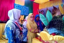 Isteri Gubernur Aceh kunjungi stan pameran Nagan Raya di MTQ  Pidie