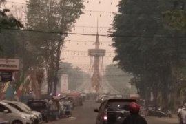 Sepanjang hari Minggu warga Jambi tak lihat matahari akibat asap pekat