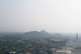 BMKG: Kabut asap wilayah Sumbar semakin pekat Senin siang
