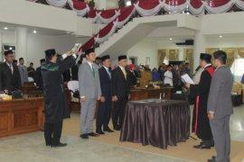 Hendra Wahyudi dilantik sebagai Ketua DPRD Paser