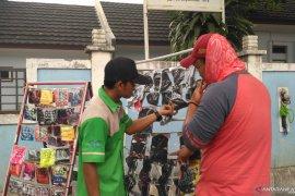 Warga dukung kesehatan dengan berjualan masker