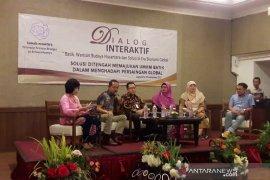 Pemerintah diminta membatasi impor tekstil bermotif batik
