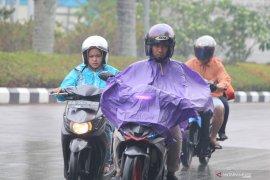 Hujan diprakirakan turun di sebagian wilayah Kalbar