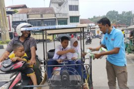 PWI Asahan bagikan 1.000 masker kepada pengguna jalan