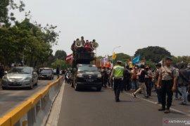 Jalan Medan Merdeka Barat diblokade  mahasiswa