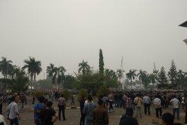 Aksi unjuk rasa mahasiswa Jambi tolak RUU KPK ricuh, polisi lepaskan gas air mata
