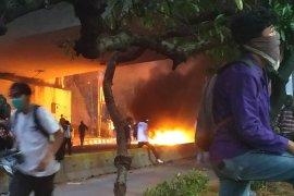 Demonstrasi mahasiswa bentrok dengan polisi di Tol Slipi, ini kesaksian korban
